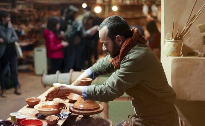 la gastronomía y la artesanía local girando alrededor del torno.